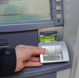 Un apparecchio Bancomat manomesso