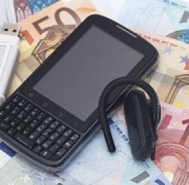 """I nuovi cellulari""""eco"""" © Cheyennezj  Dreamstime . com"""