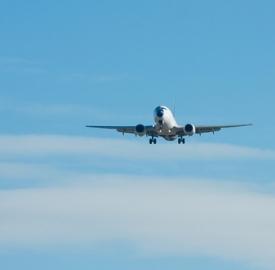 La polizza per viaggiare sicuri in aereo © Hdanne  Dreamstime . com