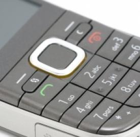 Cellulari in ribasso, smartphone in crescita