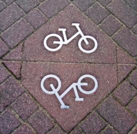 Vince la bici. La moto costa troppo