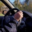 Guidare l'auto come un gioco alla XBoX