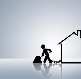 I mutui gravano sul bilancio delle famiglie italiane © Dirk Ercken  Dreamstime . com