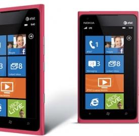 Il Nokia Lumia 900 nella versione Pink