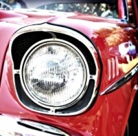 Mentre peggiorano i dati di vendita dei veicoli a motore, è sempre più conveniente acquistare ed assicurare un'auto d'epoca