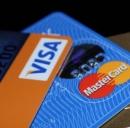 Carte di credito o contante? Il Governo potrebbe abbassare limite mille euro.
