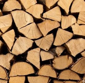 Stufe alimentate a pellet per il riscaldamento invernale nelle abitazioni.