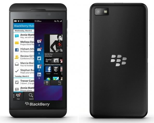 A sinistra il Blackberry Z10