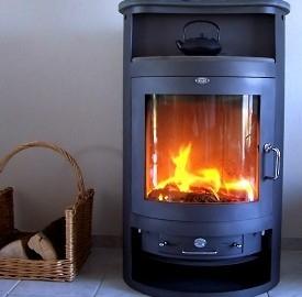 Dalle stufe e le caldaie a pellet l'acqua calda per riscaldare casa