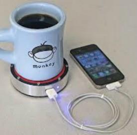 """""""One Puck"""": ricaricare il cellulare con un caffè"""