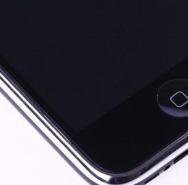 Smartphone: gli italiani li amano ma spesso hanno problemi con l'audio