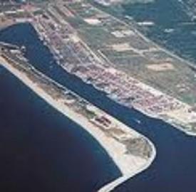 Dibattito sul rigassificatore in Calabria