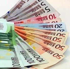 Nell'area dell'euro una famiglia su due ha debiti con le banche