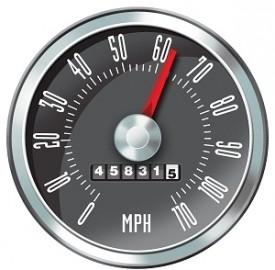 Assicurazione auto, sempre più i guidatori impegnati su Facebook o Twitter