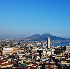 Auto elettriche a Napoli, le Renault Twizy invadono la città