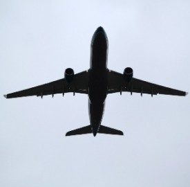 Commissioni carte sui voli aerei, la denuncia Altroconsumo