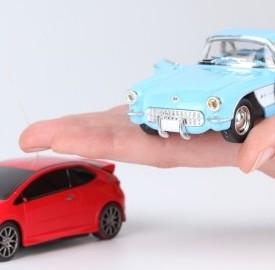 La polizza dell'assicurazione auto finalmente in calo