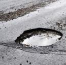 Comune deve risarcire automobilista danneggiato da buche stradali