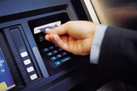 Banche, da oggi conti correnti più cari