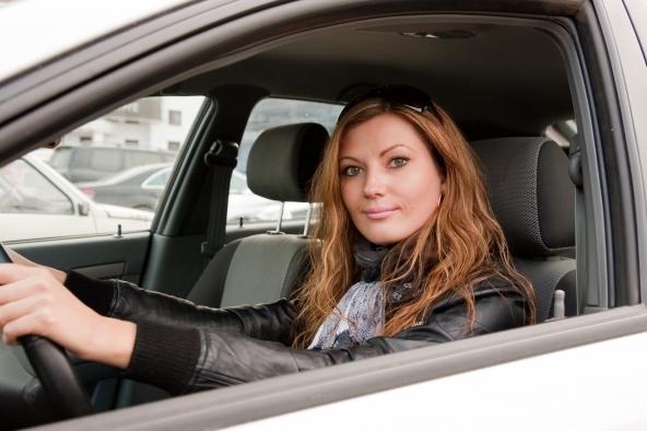 Assicurazioni auto, donne alla guida più prudenti