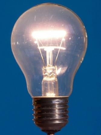 Bolletta della luce troppo cara per gli oneri
