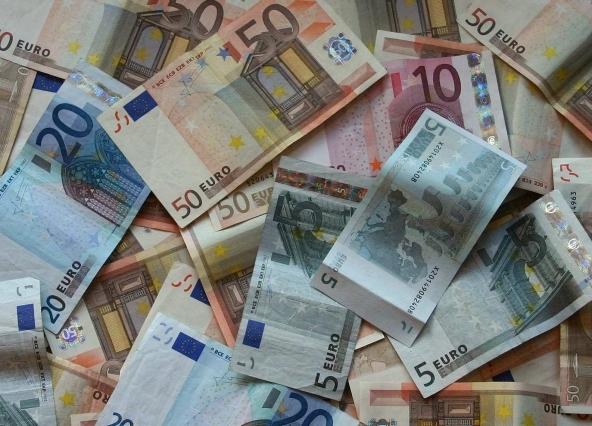 Richiesta di prestiti, i tassi BCE fermi a 0,25%