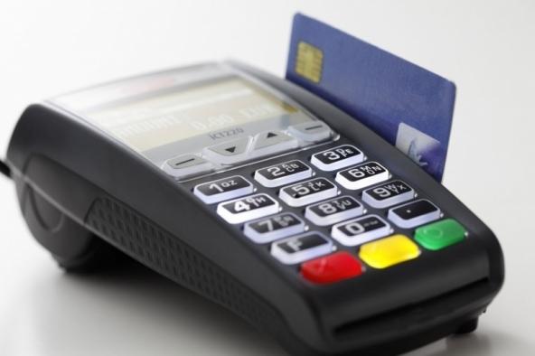 Pagare la benzina con carta di credito o bancomat