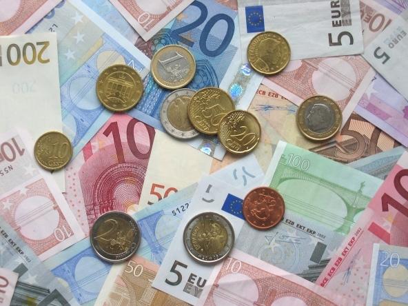 prestiti, euro, finanziamenti