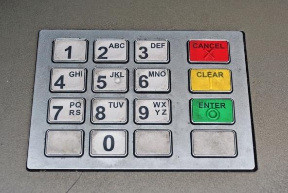 Pago con la carta o con il bancomat?