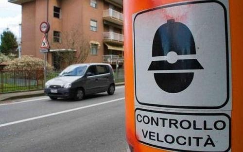 Guidare senza assicurazione: autovelox importante