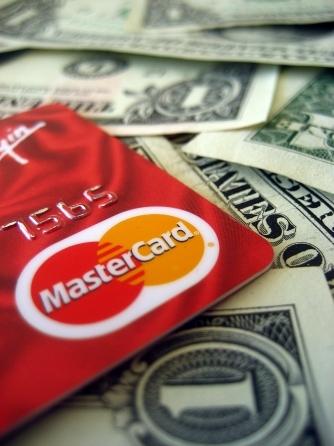 Aumentano gli acquisti con carta di credito
