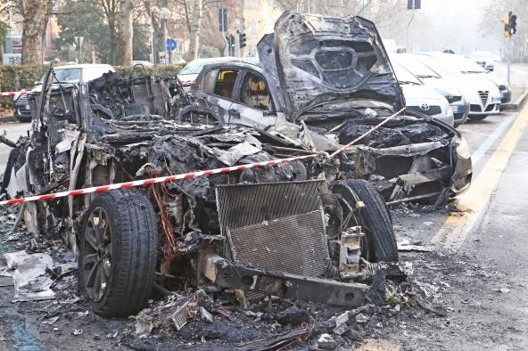 Auto bruciate_danni no expo