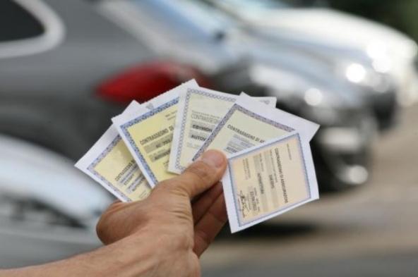 Tagliandi cartacei di assicurazione auto