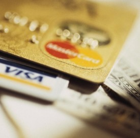 Pagamenti con carte di credito in aumento tra gli italiani