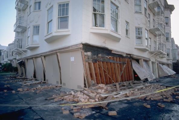 Casa distrutta dal terremoto: il mutuo va pagato?