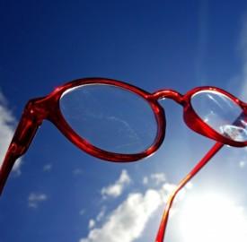 Quali sono le sanzioni per chi guida senza occhiali da vista?