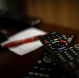 Sky e Mediaset Premium a confronto: quali pacchetti offrono?