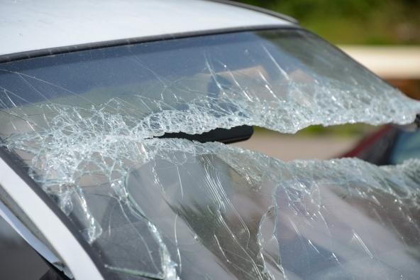 Come eliminare graffi dal parabrezza - La tua auto
