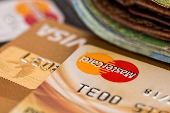 Conto corrente vs. carta prepagata con IBAN