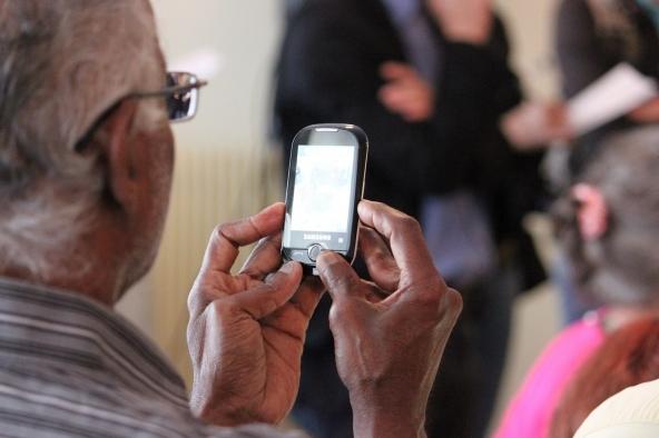 Cellulari per anziani: guida e consigli d'acquisto