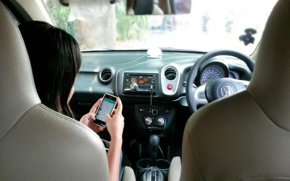 Sanzioni per uso del cellulare alla guida