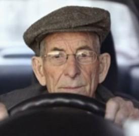 Rinnovo patente anziani: fino a che età si può guidare la macchina?